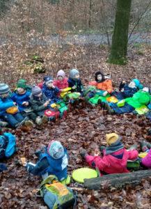 Feuerdrachen bauen Waldsofa