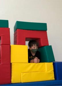 Spiel und Spaß im Aktivraum im Hort